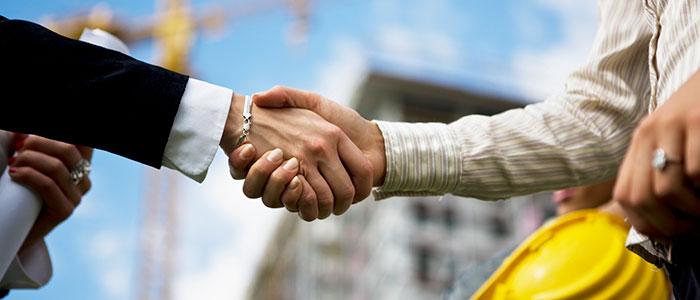 Håndtryk på byggepladsen