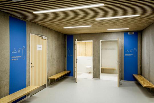 Toiletter og omklædningsrum på ECV i Brønshøj