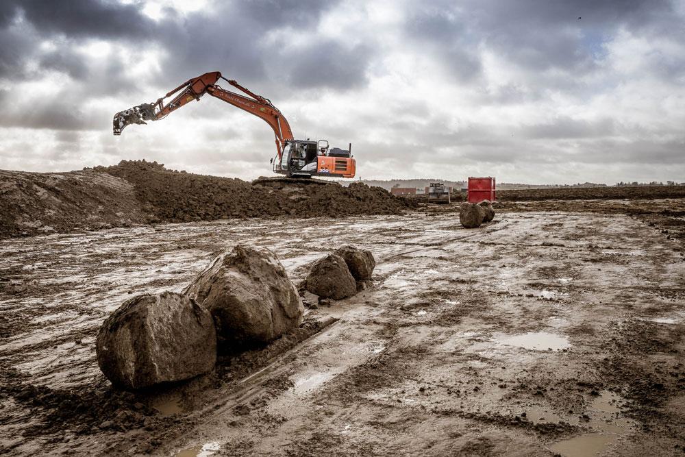 Gravemaskine graver ud i Hvalsø