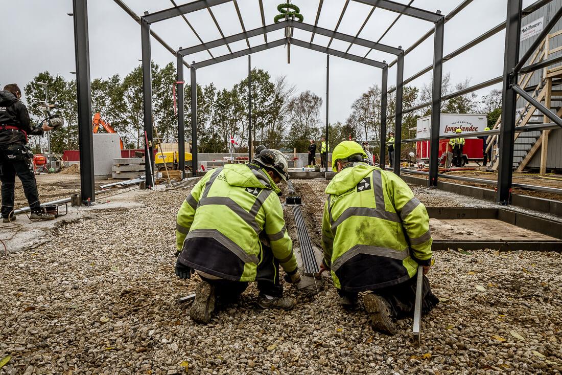 Vesti Olsen & Hansens håndværkere laver dræn i gulv