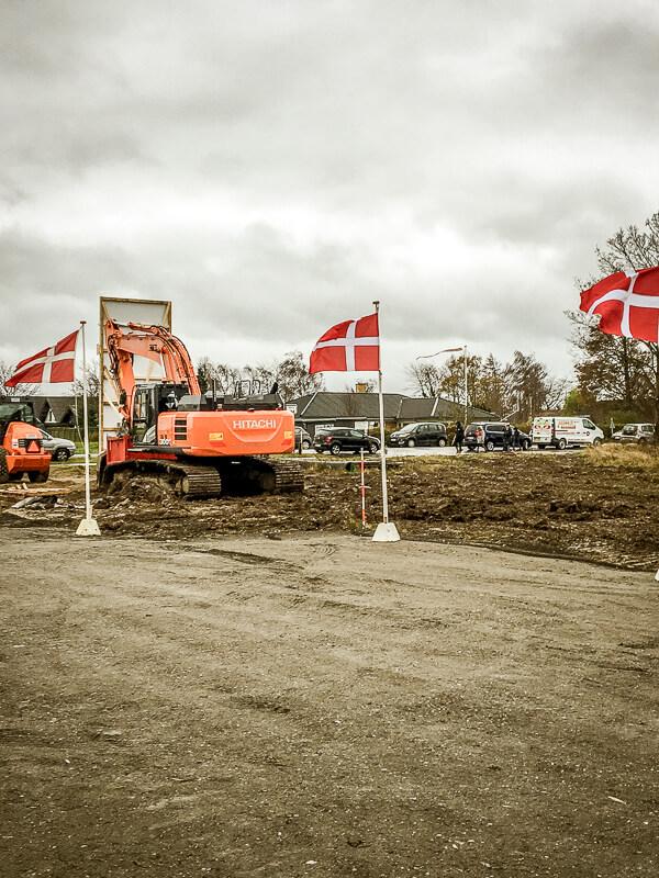 Vesti Olsen & Hansens gravemaskine klar til byggeriet på Stevns