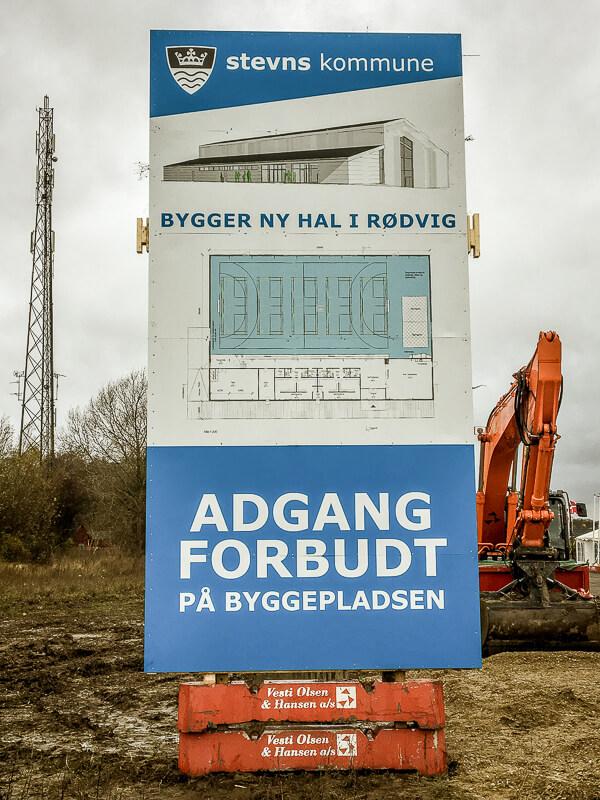 Byggepladsskilt i Rødvig