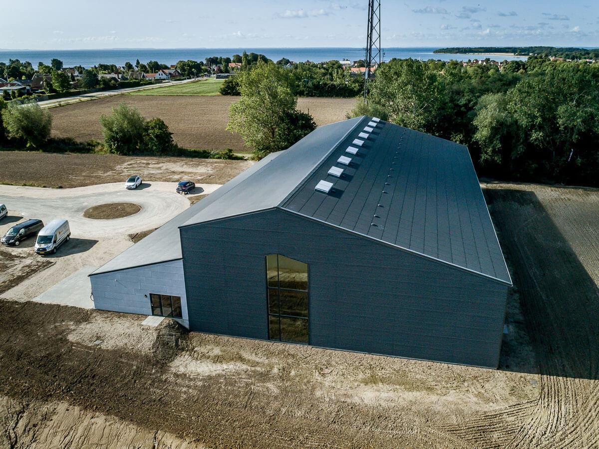 Dronefoto af Sydstevns Hallen
