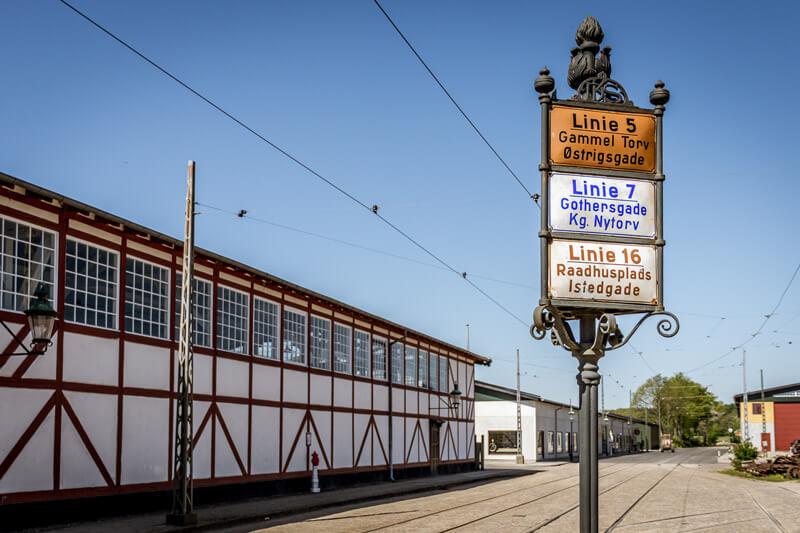 Gamle gadeskilte på Sporvejsmuseet
