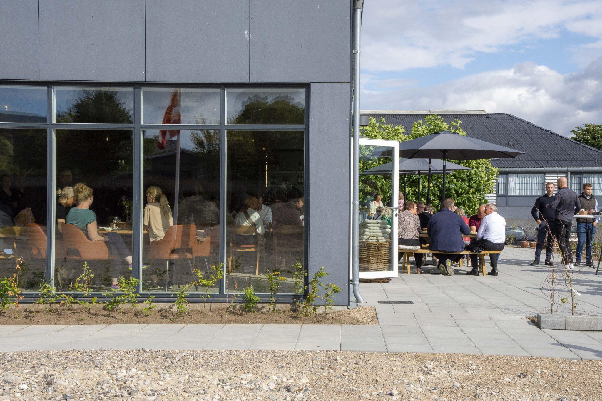 billede af ny terrasse til brasseriet mosten tølløse